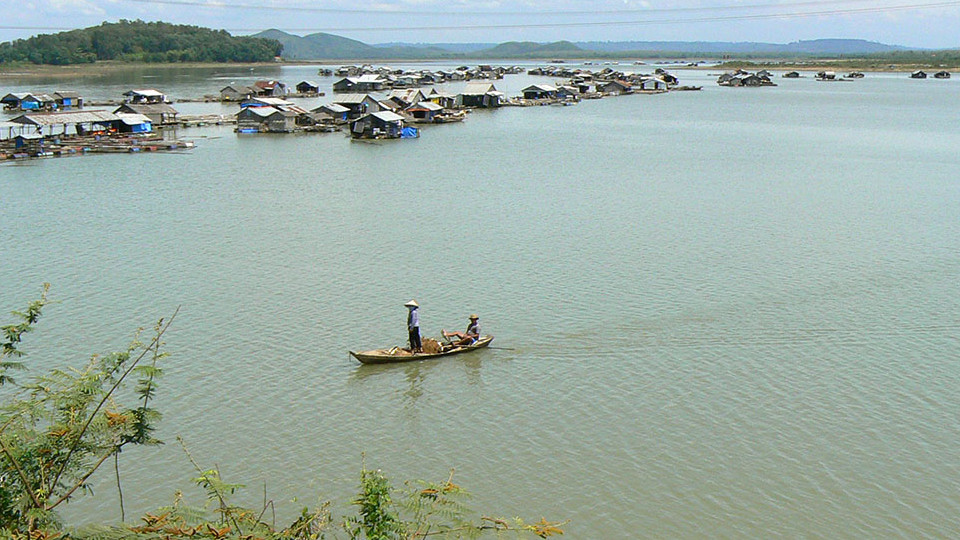 Floating village in LaNga reservoir on the way to Cat Tien park