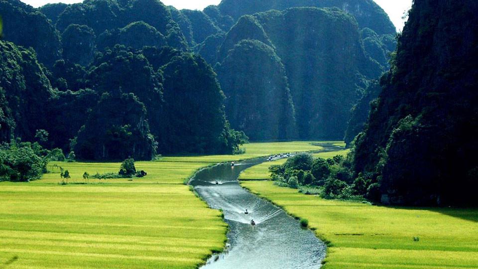 Boat trip in the limestone Karst valley in Tam coc - Ninh Binh