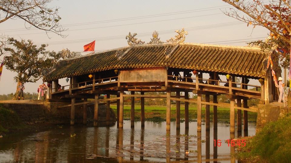 Hue Vietnam - ThanhToan bridge
