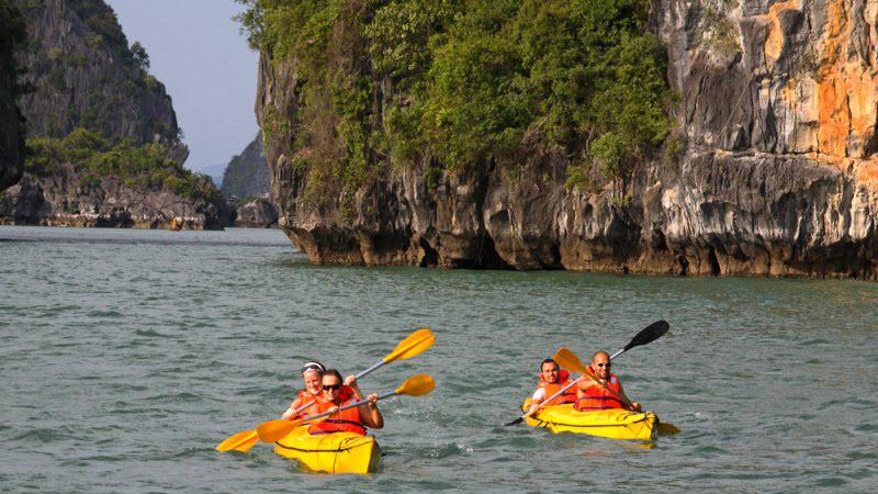 Halong bay cruise - kayaking in Halong bay 01