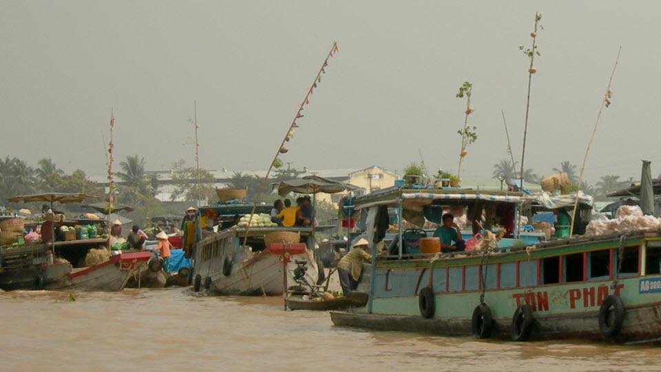 mekong river cruise - CaiRang floating market
