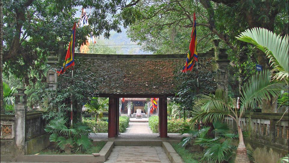 Hoa Lu ancient capital - King Le temple - Ninh binh tour