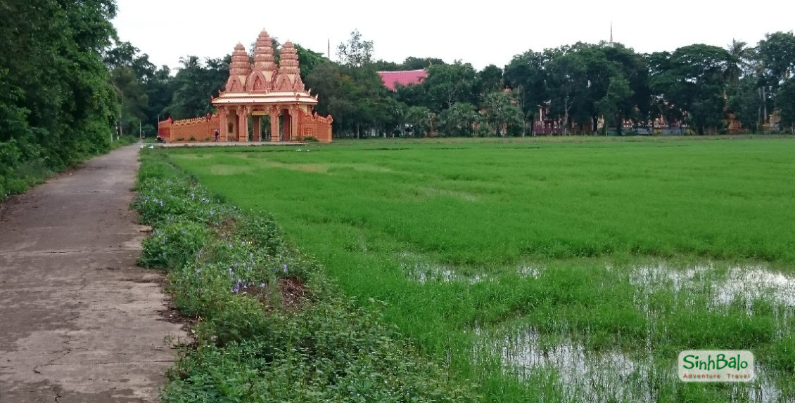 Khmer pagoda - Mekong delta cycling tour 2 days BenTre TraVinh